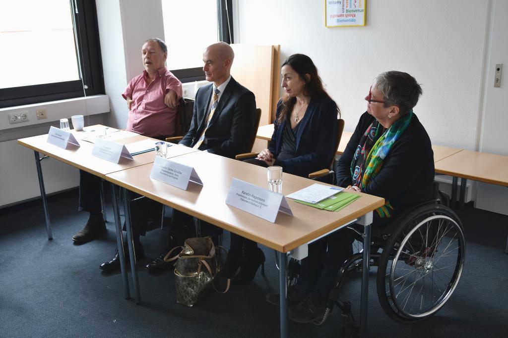 v.l.n.r. HerrBecker, Herr Bott, Frau Vértes-Schütter, Frau Hagemann
