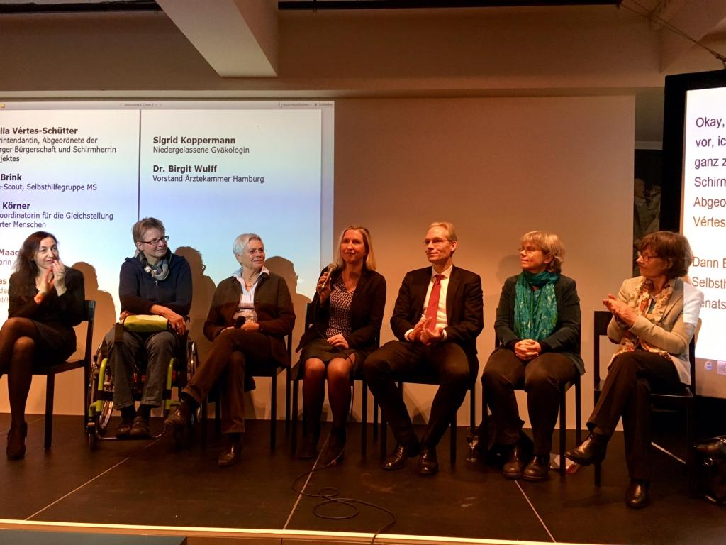 Auf dem Podium: Isabella Vértes-Schütter, Birgit Brink, Ingrid Körner, Dörte Maack, Matthais Mohrmann, Silke Koppermann, Dr. Birgit Wulff