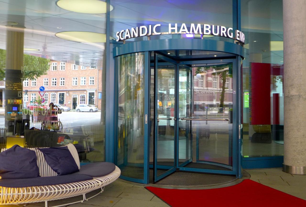 Eingang ins Hotel Scandic