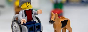 Lego: Mann im Rollstuhl mit Hund