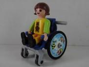 Playmobil: junge Frau im Rollstuhl